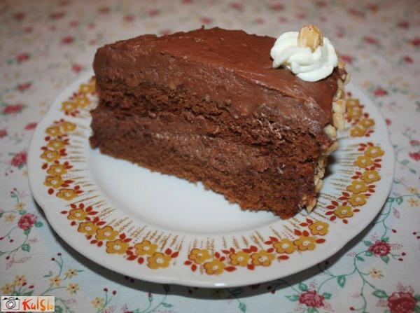 Ukusne poslastice Parče na tanjiru Ukusne poslastice: Ferero kolač
