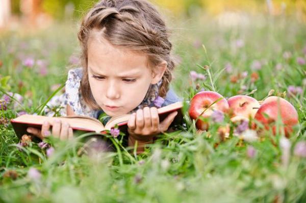 devojcica uci Bio(b)logija: Kako i zašto učimo
