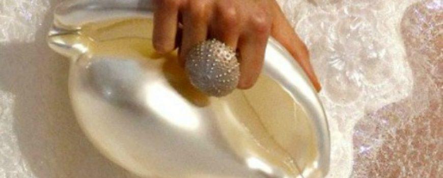 Modna opsesija dana: Torbica Chanel u obliku školjke