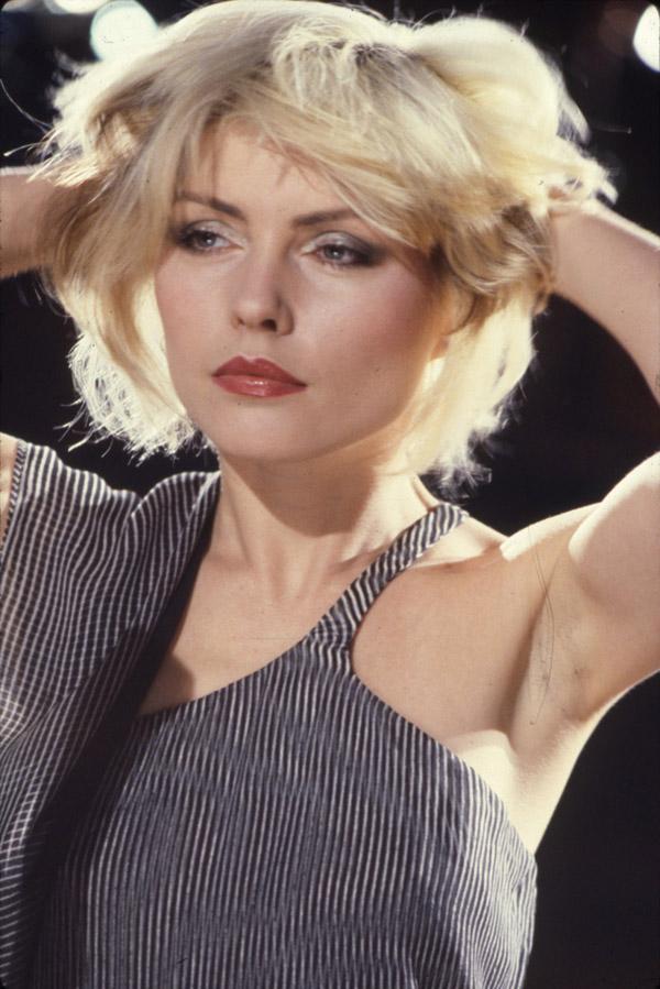 slika ruka u kosi DEB6 Srećan rođendan, Debbie Harry!
