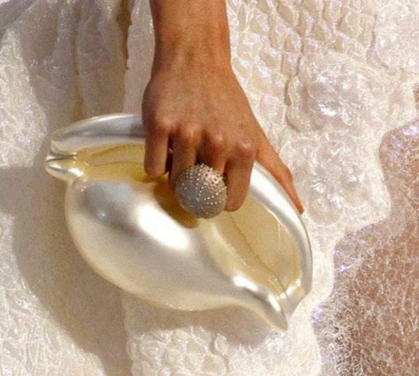 slika117.jpg17 Modna opsesija dana: Torbica Chanel u obliku školjke