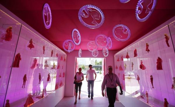 slika31.jpg1 Barbie kuća u prirodnoj veličini