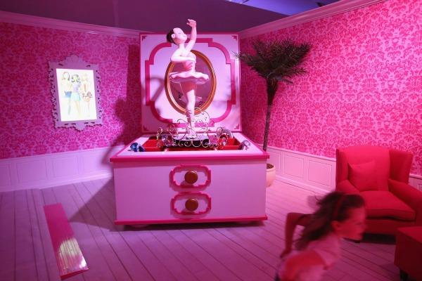 slika5.jpg Barbie kuća u prirodnoj veličini