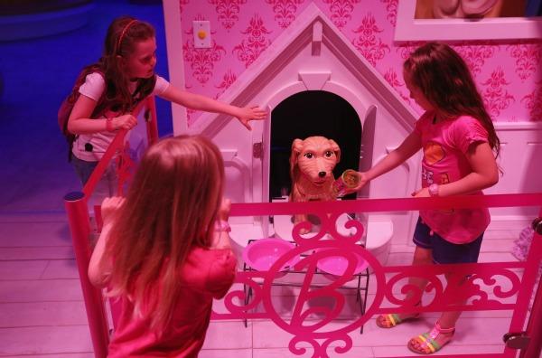 slika9.jpg Barbie kuća u prirodnoj veličini