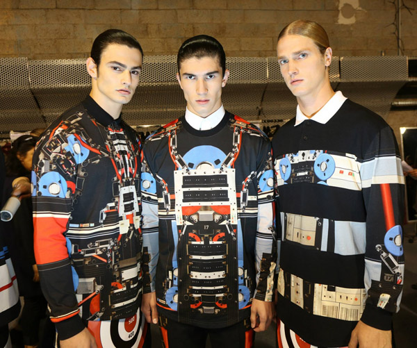 1064732 668502806497185 1158379676 o Backstage Love: Givenchy