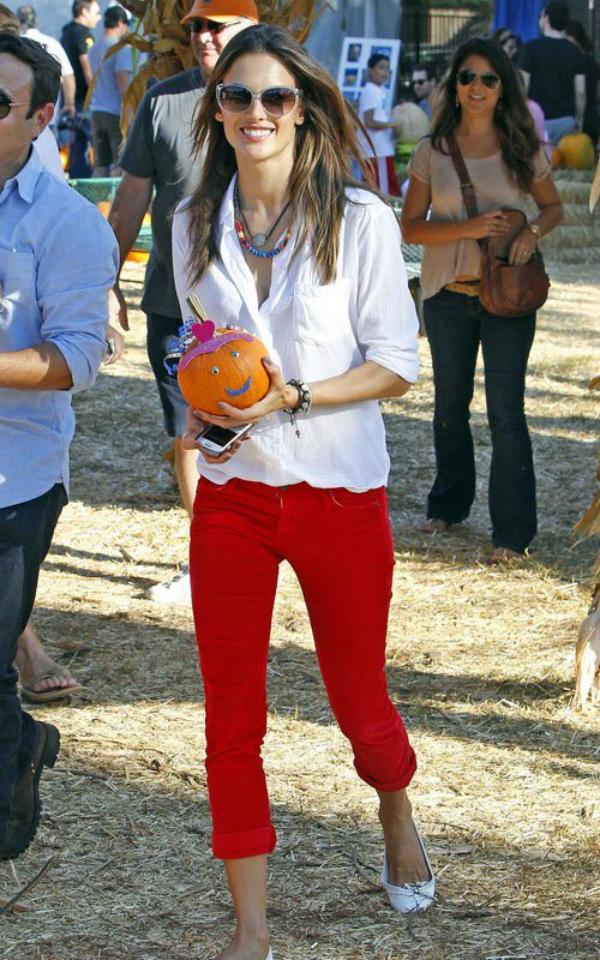 Alesandra Deset poznatih dama u crvenim pantalonama