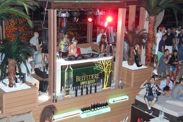 Atmosfera uz Nikki Nikki Belluci & Belvedere Unfiltred pravo sa Ibice u Beograd