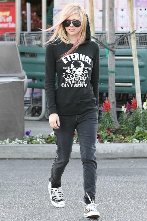 Avril Lavigne 1 Street Style: Avril Lavigne