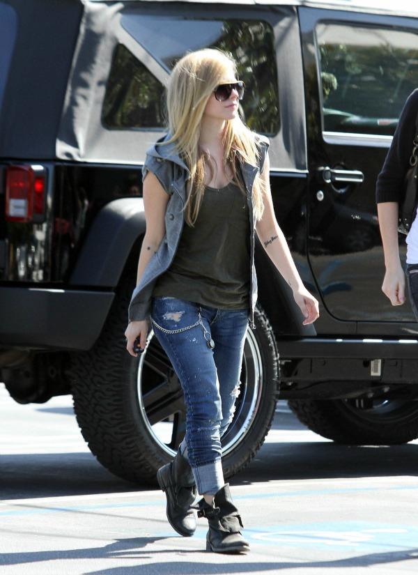 Avril Lavigne 10 Street Style: Avril Lavigne