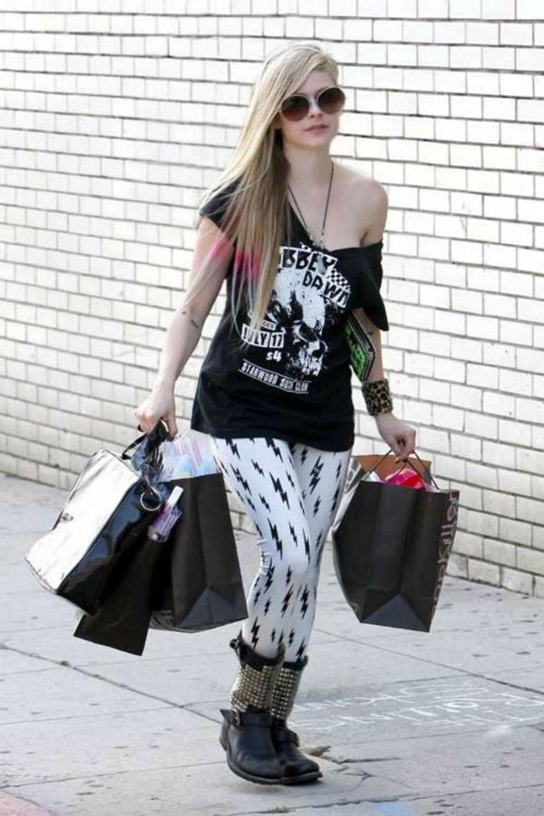 Avril Lavigne 6 Street Style: Avril Lavigne