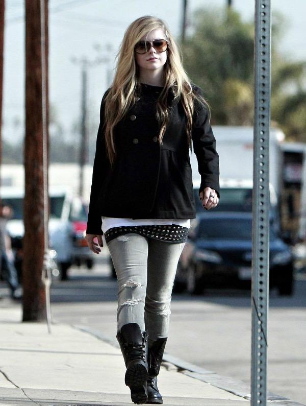 Avril Lavigne 7 Street Style: Avril Lavigne