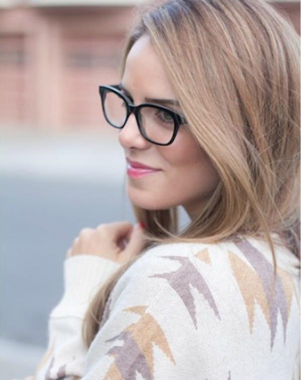 Beli dzemper Deset načina da izgledate očaravajuće sa naočarima
