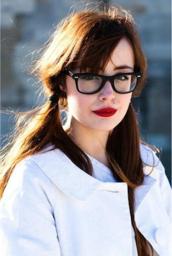 Beli kaput i kike Deset načina da izgledate očaravajuće sa naočarima