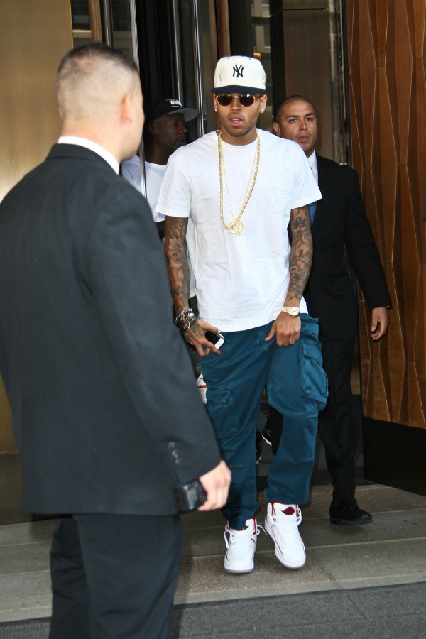 Chris u belom 4.jpg Street Style: Chris Brown