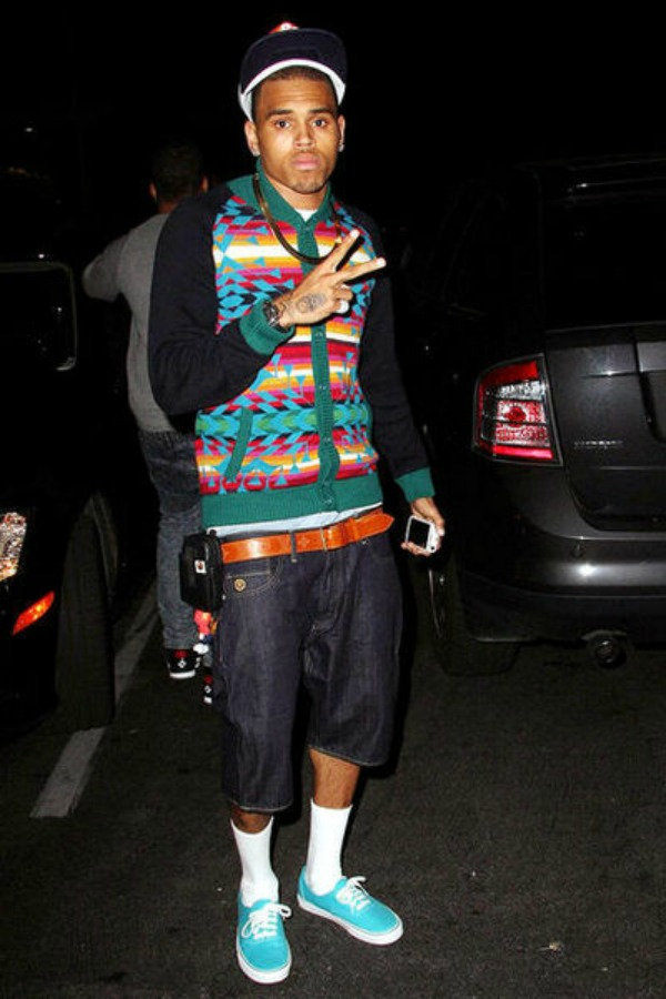 Chris u sarenom dzemperu 8.jpg Street Style: Chris Brown