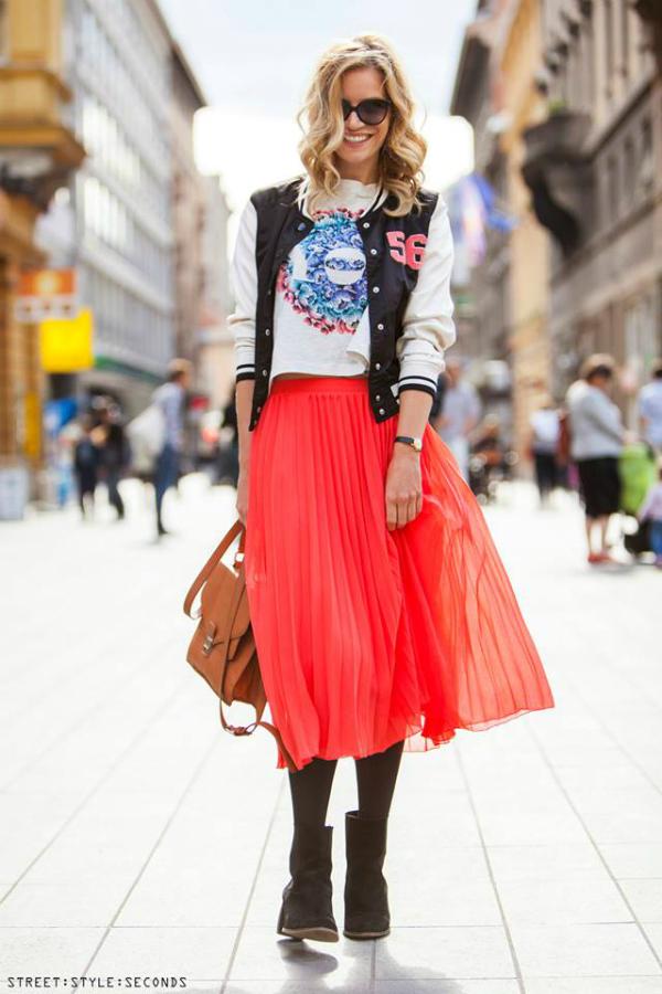 Devojka u jarko narandzastoj suknji Street Style: Fantastično leto u Zagrebu (1. deo)