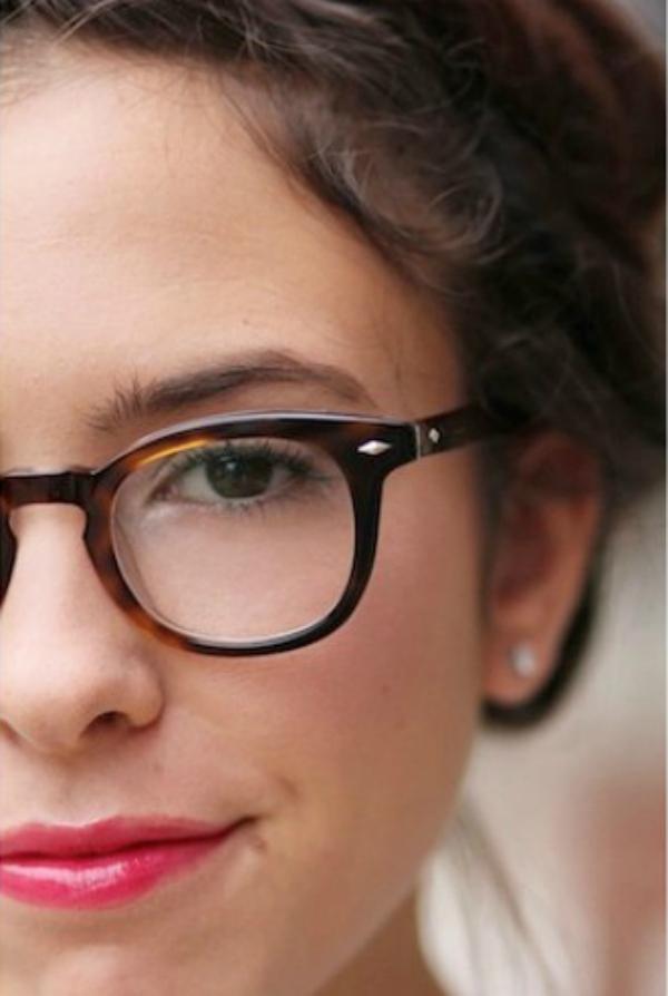 Jedno oko Deset načina da izgledate očaravajuće sa naočarima