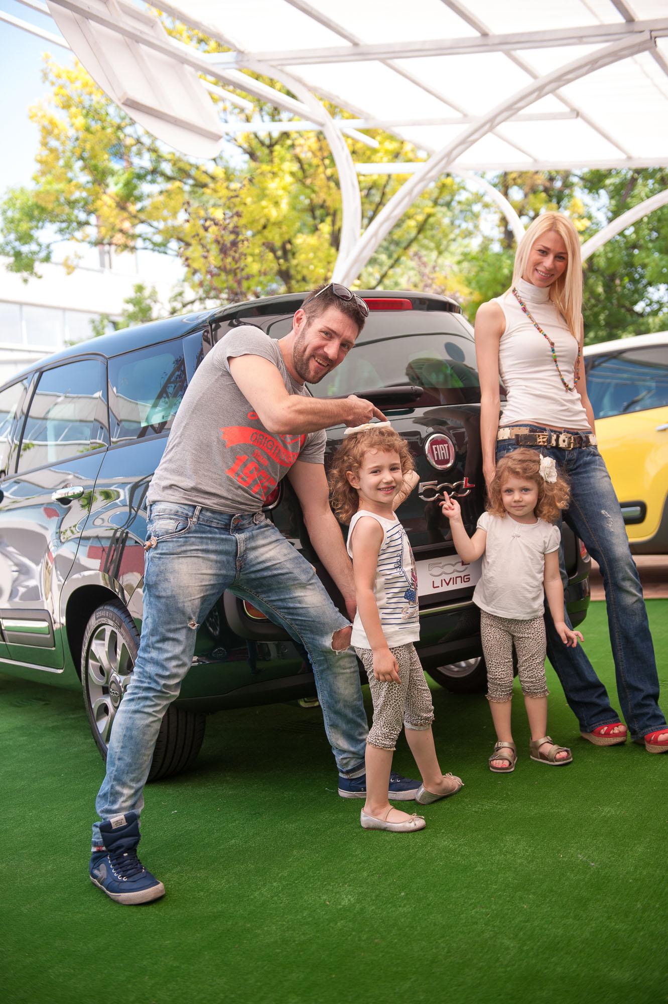Milan Gromilic sa porodicom u novom FIAT 500L Living modelu2 FIAT 500L Living predstavljen u Beogradu na manifestaciji Leto na Galetu