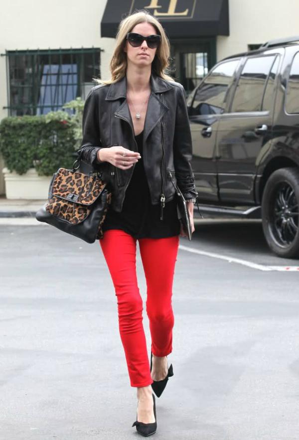Niki  Deset poznatih dama u crvenim pantalonama