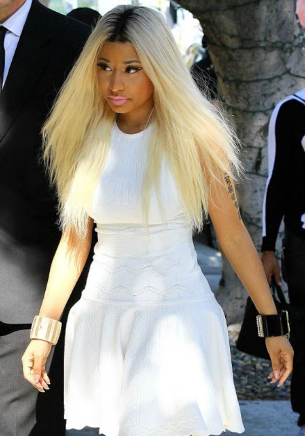 Niki u kratkoj beloj haljini3.jpg Street Style: Nicki Minaj