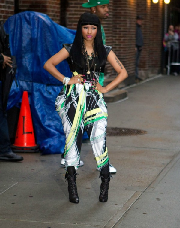 Niki u zelenim pantalonama 10.jpg. Street Style: Nicki Minaj