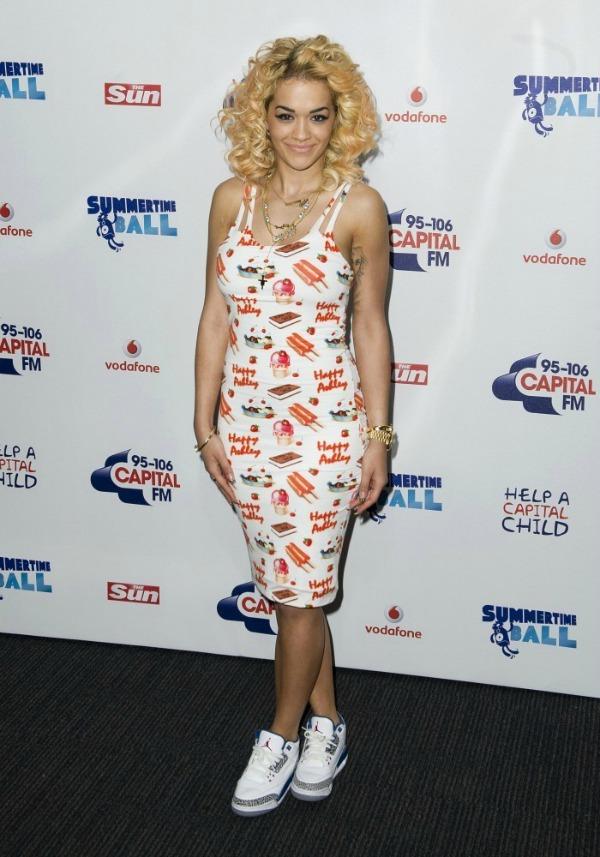 Rita Ora 10 10 haljina: Rita Ora