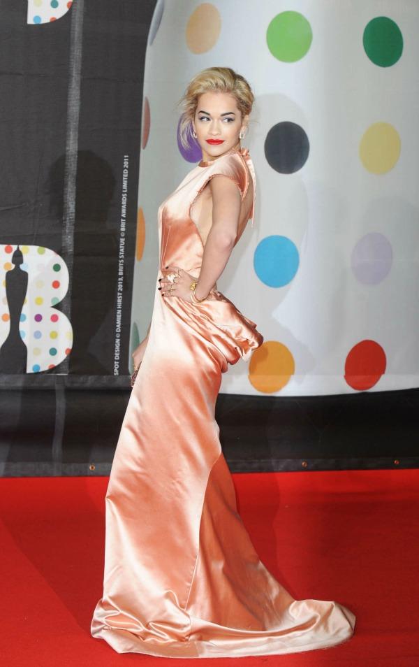 Rita Ora 6 10 haljina: Rita Ora