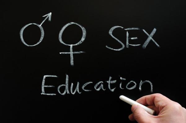 Tabla na kojoj pise sex education Luda planeta: Pet škola koje su sinonim za zabavu