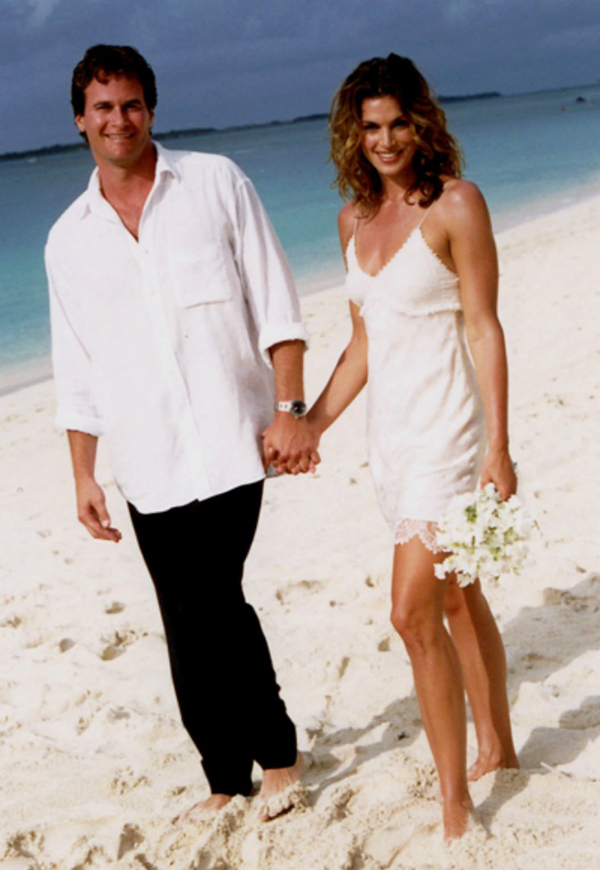cindy crawford beach short wedding dress Wannabe Bride: Sindi Kroford, venčanica koja najviše otkriva