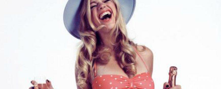 Bikini dana: Pin-up devojka