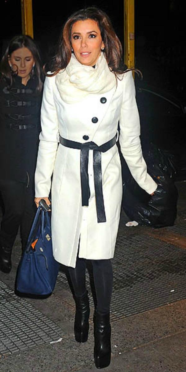 Eva u belom mantilu 7.jpg  Street Style: Eva Longoria