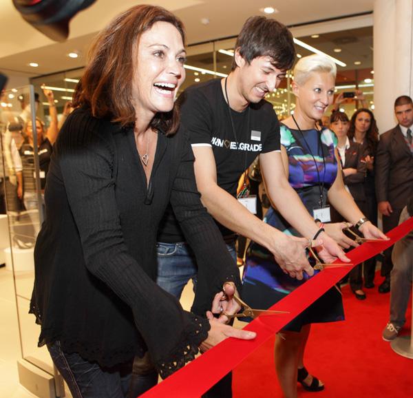 HM Claudia Oszwald Niksa Stancic i Irmgard Fischer H&M napokon otvorio prvu prodavnicu u Srbiji