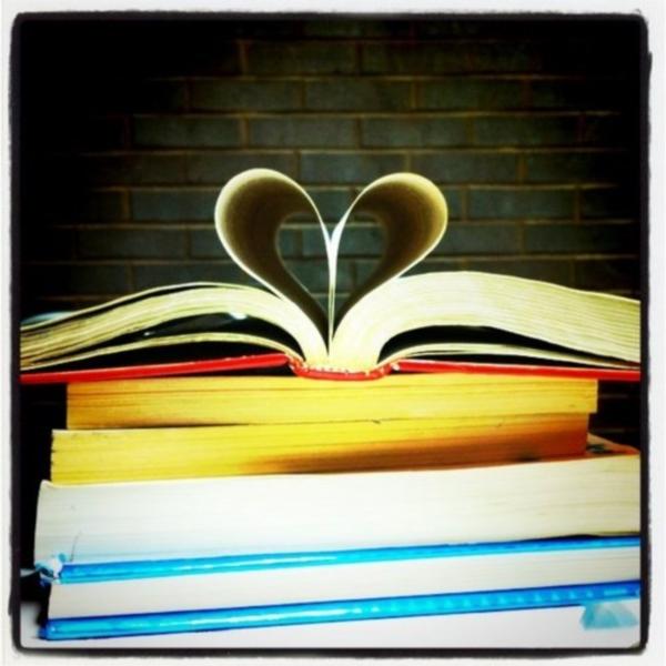 Listovi knjige u obliku srca #2020 @BG: Brak kao zločin i kazna
