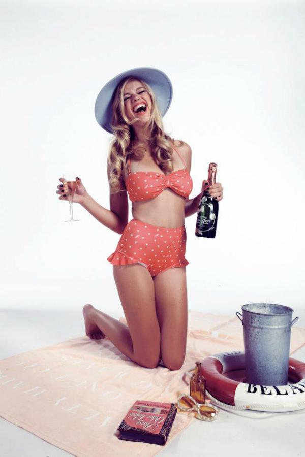 Retro bikini Bikini dana: Pin up devojka