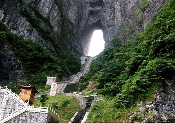 Stepenice koje vode do rupe u planini Najslavnije stepenice na svetu