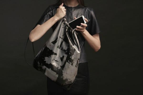 Torba će se u prodaji naći krajem avgusta Modni zalogaj: Alexander Wang i Samsung dizajnirali torbu