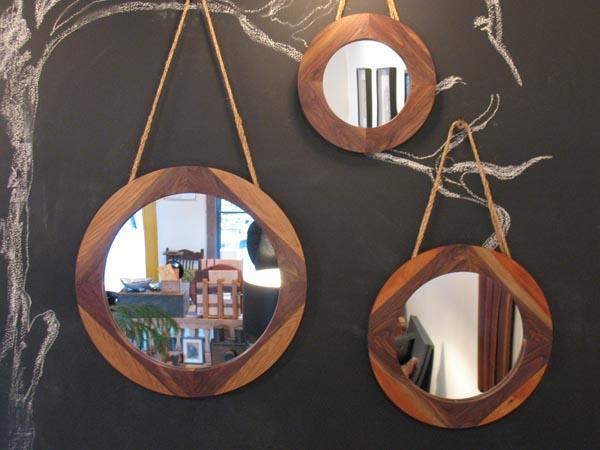Tri okrugla viseca drvena ogledala Svakodnevne sitnice: Ogledala