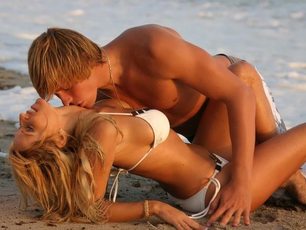 bigstockphoto a young couple embraces at sun 2041377 Seks na eks: Seks i partnerstvo (4. deo)