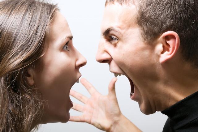 couple fighting Wannabe Bride: Bračne igre   Ko laje, zlo ne misli (2. deo)