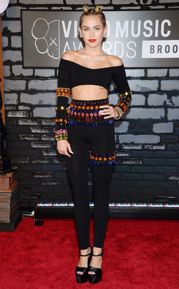 rs 634x1024 130825171821 634.cyrus .cm .82513 Fashion Police: MTV Video Music Awards 2013
