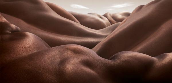 """""""Desert of Backs"""" Bodyscapes: Gola tela pretvorena u pejzaže"""