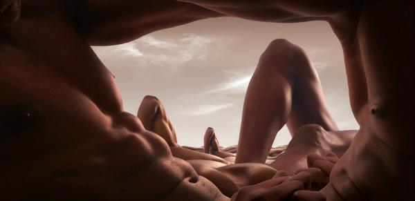 """The Cave of Abdo men"" Bodyscapes: Gola tela pretvorena u pejzaže"