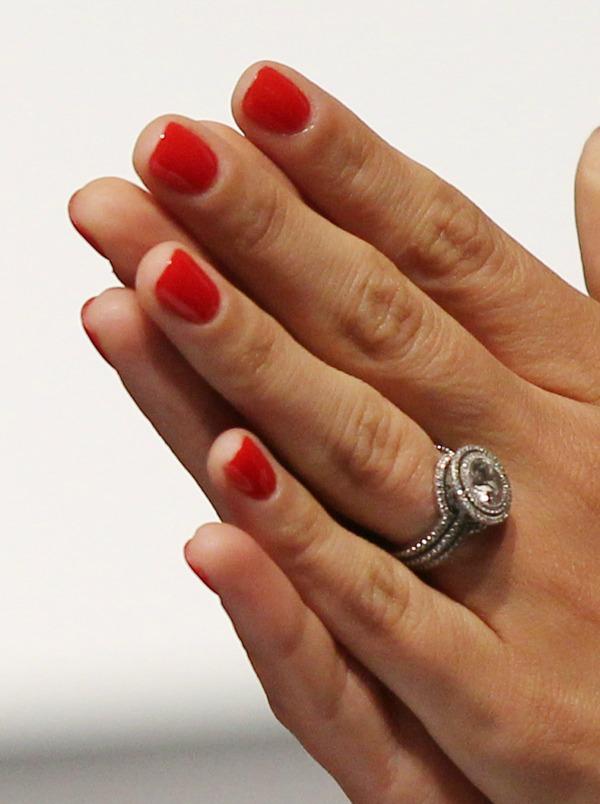 4 Crvena Lakovi za nokte: Trendi boje za jesenju sezonu
