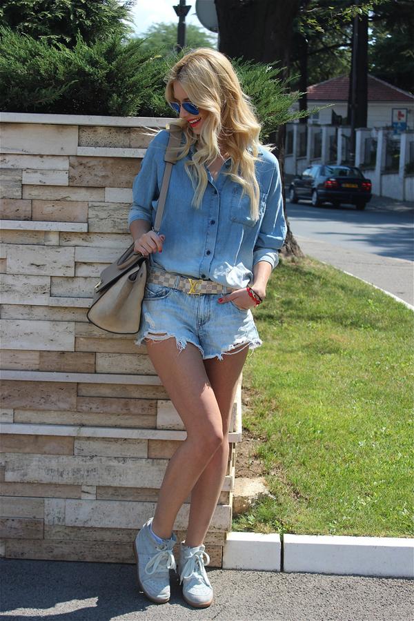 9645304192 2d619bf07e b Šta modne blogerke nose ovih dana: Teksas, karirano i kraljevskoplava