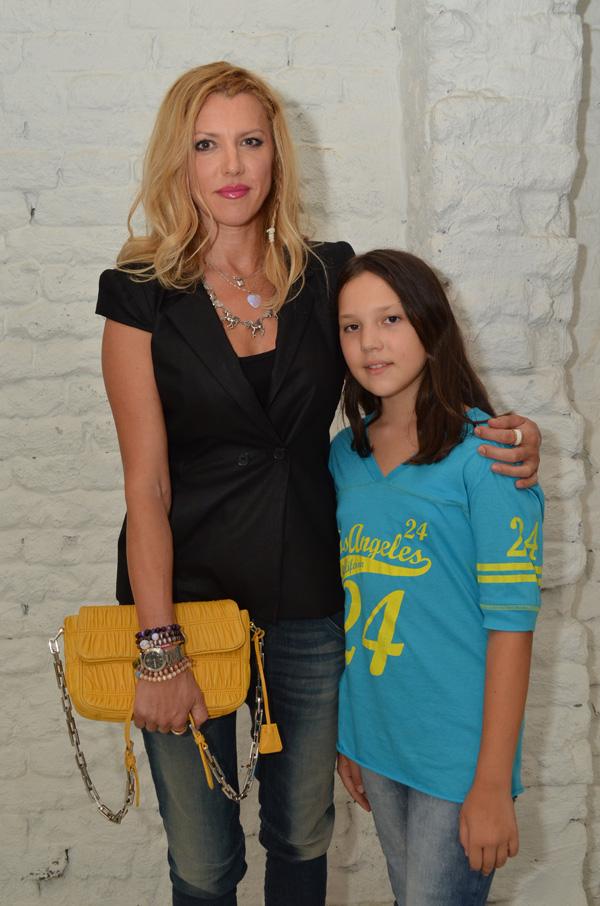 Biljana Cincarevic sa cerkom Srnom Otvorena izložba Ovo je moje telo
