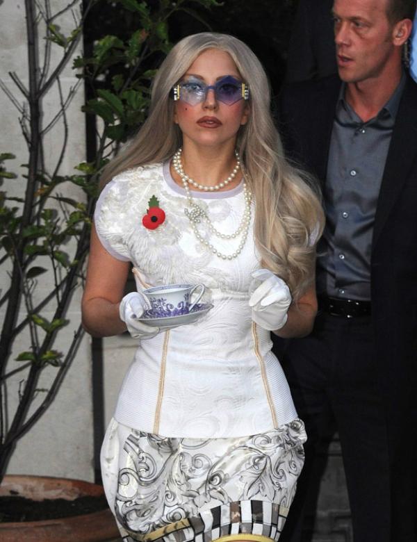 Gaga sa soljicom caja kao modnim aksesoarom Sve torbe: Lady Gaga