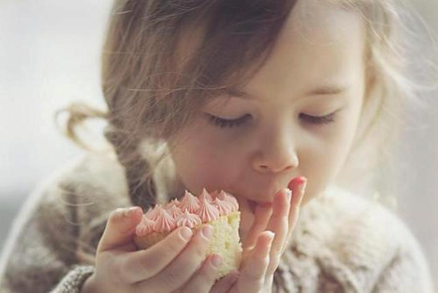 Ja nisam cicija ali više volim kad ne moram da delim slatkiše Tako Dunja kaže: Bolje kupiti više čokolada, nego deliti jednu