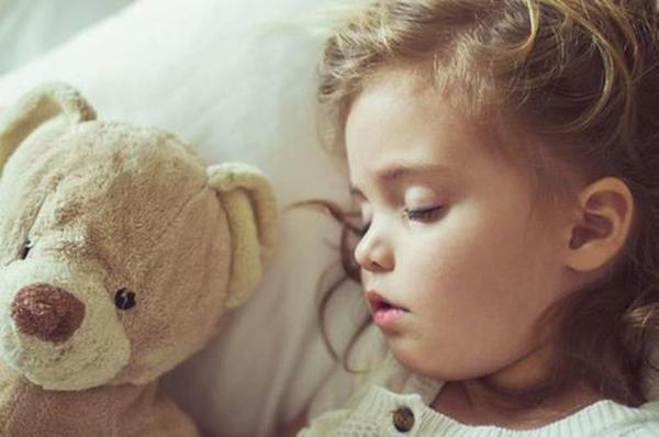 Kad imaš brata ili sestru onda ne moraš da spavaš noću sam u mraku pa ti bude lakše. Tako Dunja kaže: Lepo je kad imaš brata ili sestru