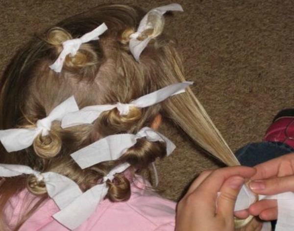 Krpice Prirodno stilizujte stepenastu kosu