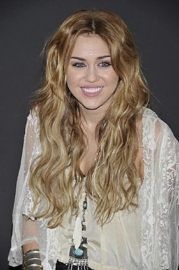 Miley 2 Beauty Moments: Najlepše frizure, Miley Cyrus